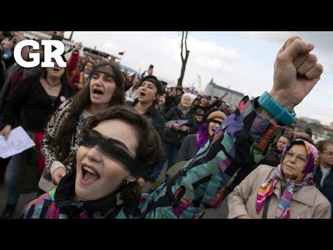 Cantan turcas 'un violador en tu camino'