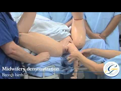 Breech birth demonstration using the clinical simulation suite
