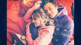 ИванГай и Марьяна Ро целуются.Самая милая пара.