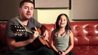 Смотреть онлайн Маленькая девочка классно поёт Rolling in the Deep