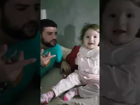 Video come bambini impegnati in Sax