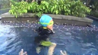 how to teach swimming lesson with fun to your children