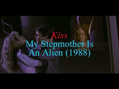 Kiss - My Stepmother Is An Alien (1988)/Movie Scene's