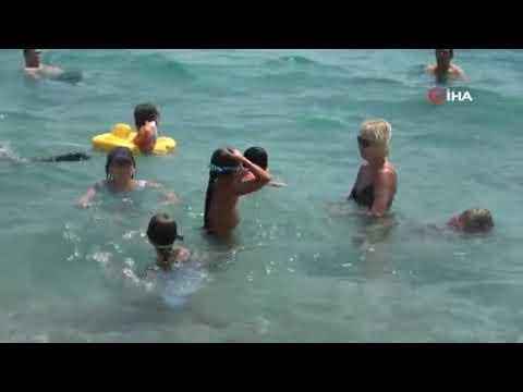 Antalya'da sahiller doldu taştı!