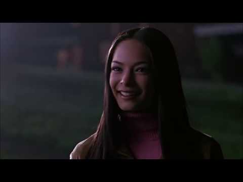 Smallville S1E01 Clark meets Lana in the cemetery #Watchtower ©WBTV