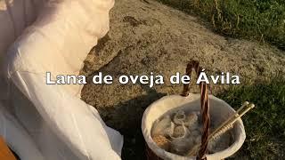 Hilando con rueca en Las Jornadas Medievales de Ávila