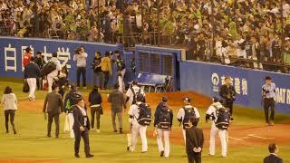 2018.10.14CS敗退後、拍手で送られる東京ヤクルトスワローズ選手たち