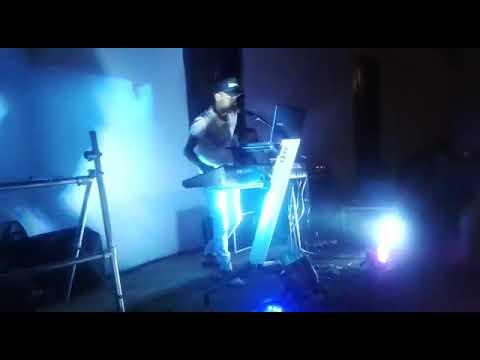 show jhonatan dos teclados o ferinha do P.A ao vivo em Araçuaí mg