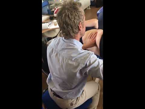 Video How to treat the lower back (Quadratus lumborum) using MET / Myofascial massage techniques