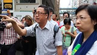 03OCT2014 反佔中人士衝擊銅鑼灣路障,攬少女大髀,鑽褲襠