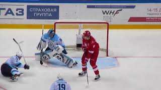 Alexey Krasikov in action during the Spartak-Sibir hockey game 25 October 2017