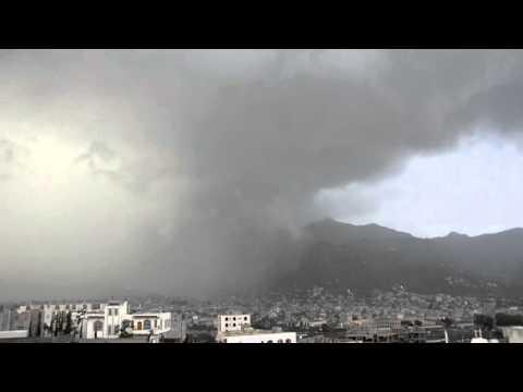 شاهد غزارة الأمطار على مدينة إب اليمنية
