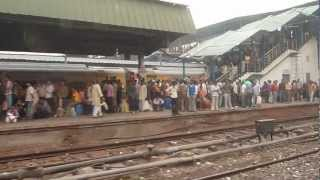 preview picture of video 'Inde 2011 : En gare de New Delhi'