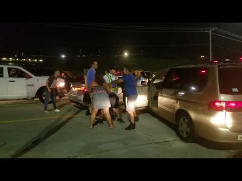 Драка на дороге в пробке, после концерта кантри-музыки в США