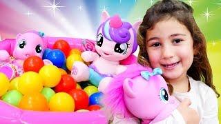 My Little Pony ile eğlenceli kız oyuncak videoları