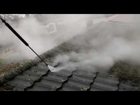 Dakpannen reinigen en ontmossen op vakantiepark Texel