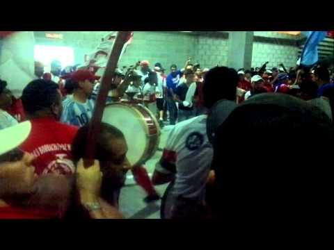 """""""Moron vs Chicago fiesta debajo de la tribuna parte 2"""" Barra: Los Borrachos de Morón • Club: Deportivo Morón"""