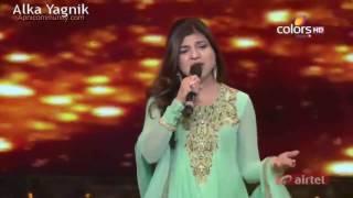 Alka Yagnik Sings Live Tribute to SRK at Mirchi Music Award 2014