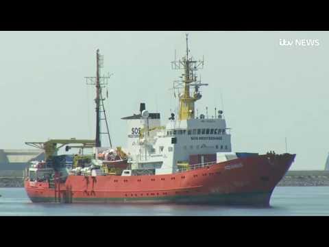Afričtí běženci dosáhli svého: Bludná loď migrantů Aquarius a 2 další zakotvily ve Španělsku