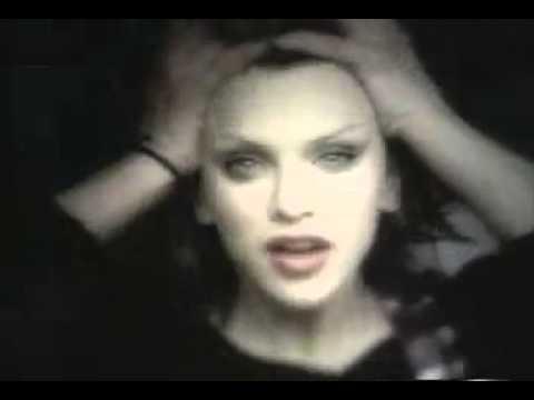 Testo canzone di Hole: Gold Dust Woman - Lyrics Keeper