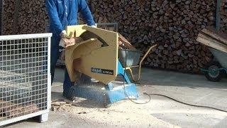 Wippsäge (Brennholzsäge) Scheppach WOX 600 im Einsatz, firewood saw in action