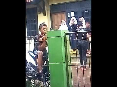 Kids Jaman Now Coli Depan Masjid