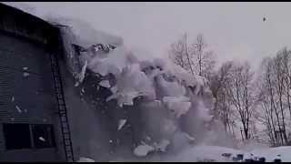 сход снега и на вашем складе осталось пол крыши!