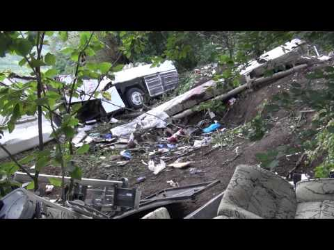 Avellino - Bus precipita da viadotto, 39 morti -immagini diurne 2- (29.07.13)
