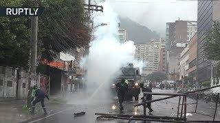 «Коктейли Молотова» и водомёты: в Боготе студенты устроили акцию протеста
