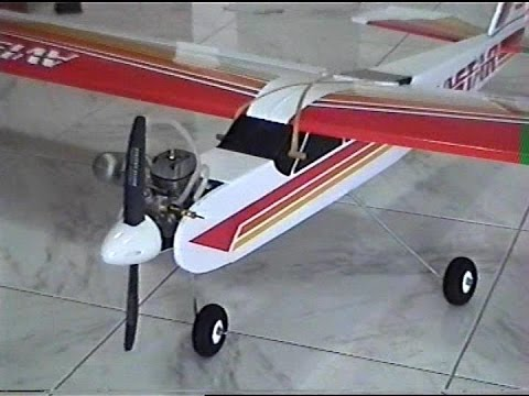 Come assemblare un'aeromodello Avistar 40 ex. Build a model aircraft