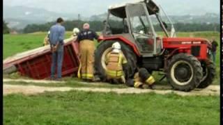 Reševanje prevrnjenga traktorja s prikolico 10.09.2009