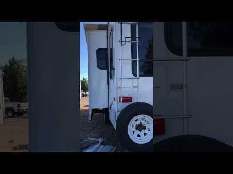 Camping World - CTF 325RL Coleman Fifth