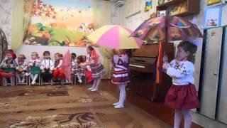 Танок з парасольками. Старша група