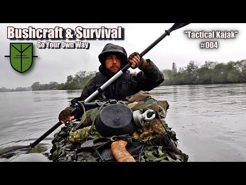 """Survival & Bushcraft """"Tactical Kajak"""" Übernachtung im Regen und kochen am Feuer im Lager."""