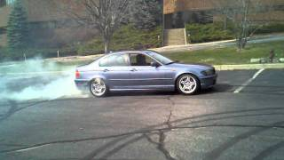 330i goes crazy in circles. DONUTS!!!!