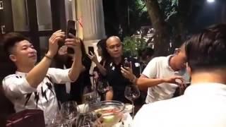 [ LIVE ] Tuấn Hưng khiến các fan Hà Nội mê mẩn khi hát hit Tan tại nhà