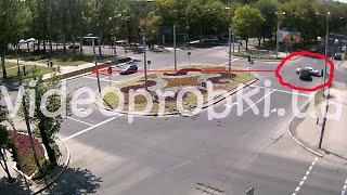 В Донецке джип сбил легковушку с дороги