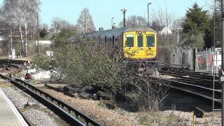 preview picture of video 'Two Trains at Wimbledon 16/03/14'