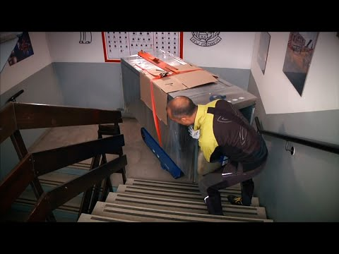 Monte escalier à chenilles avec plateau basculant - DUMATOS LOCATION Monte escalier à chenilles avec plateau basculant - DUMATOS LOCATION