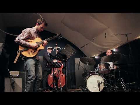 Grzegorz Wlodarczyk Trio feat. Jeff Ballard Naked in Barbes (Grzegorz Wlodarczyk)
