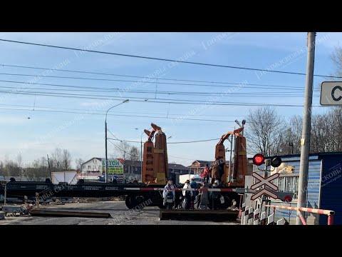 После инцидента со школьниками, перелезающими состав, в Новопетровском держурит ГИБДД