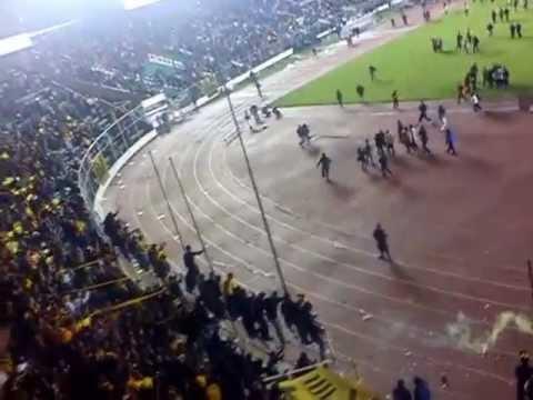 """LA ULTRA SUR BOLIVIA VIVA EL TIGRE"" Barra: La Gloriosa Ultra Sur 34 • Club: The Strongest"