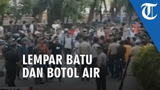 VIDEO: Demo di Depan Gedung KPK Ricuh, Massa Sempat Lempar Batu dan Bool