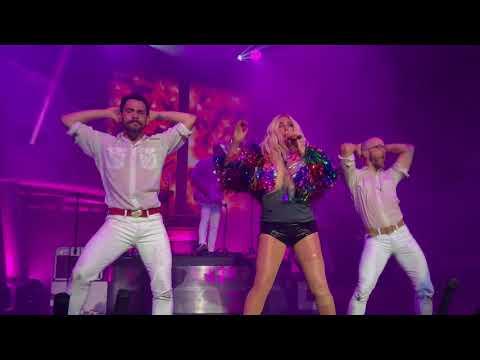 "Kesha - ""Tik Tok"" (Live)"