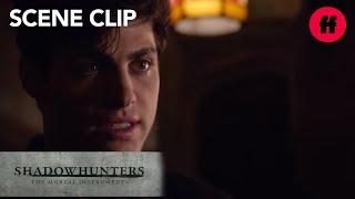 Shadowhunters | Season 1, Episode 9: Alec Tells Magnus About Engagement | Freeform 317 686 vues   3 k   21   Partager