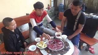 Ba anh em người mường và Mao Đệ Đệ làm món tiết canh chuột cực ngon