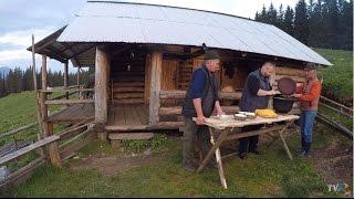 Mâncăruri ciobăneşti tradiţionale la stâna din Grinţieş (@Exclusiv în România)