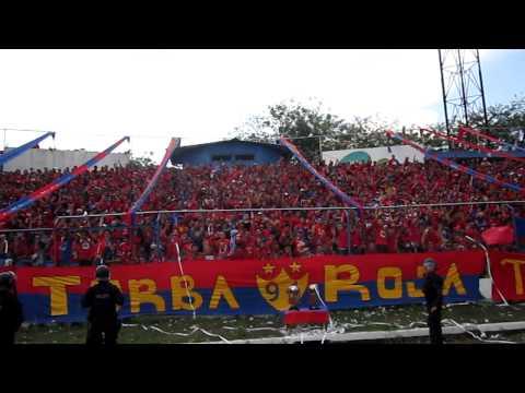 """""""El ambiente antes de que saliera el equipo a la cancha"""" Barra: Turba Roja • Club: Deportivo FAS"""