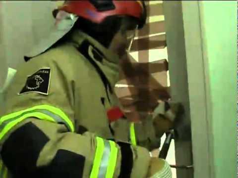 Feuerwehr Halligan Tool - Türöffnung  - Feuerwehrlabor Folge 5