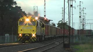 preview picture of video 'AUSTRALIAN TRAINS -  QUBE - 7920 - UP Horsham freight'